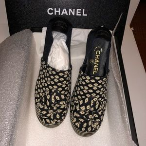 CHANEL mocassins-loafers black/blue/white w/flower